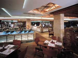 A Restaurant at the Kowloon Shangri-La